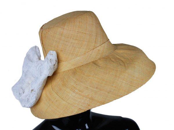 Cappello Bianco Pizzo lato